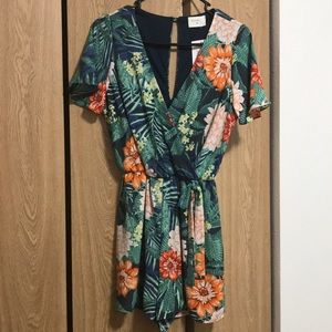 Everly navy floral romper. NWT